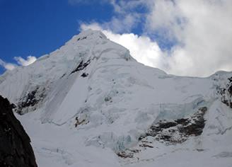 Un morceau de glacier s'effondre au Pérou et provoque un tsunami